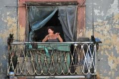 Cuba - femme à la fenêtre-1 (Hilde)